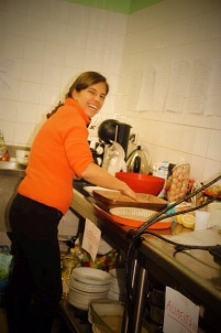 Dina prépare le tiramisu