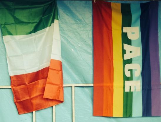 LA FABRICA QUOI -drapeau italien- pace /paix - octobre 2013 - les baux ste croix