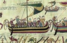 Tapisserie de Bayeux ou Tapisserie de la reine Mathilde – Xie siècle. Retrace les faits entre 1064 et 1066 . Navires des hommes du nord (Normands). Eux-mêmes s'appellent Vikings, ce qui signifie «guerriers de la mer».