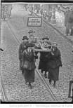 Délagation féminine aux obsèques de 4 rebelles irlandais [Richard Barrett, Joe McKelvey, Liam Mellowes, Rory O'Connor, exécutés le 8 décembre 1922] Auteur : Agence Rol. Date d'édition : 1922 Archives BNF